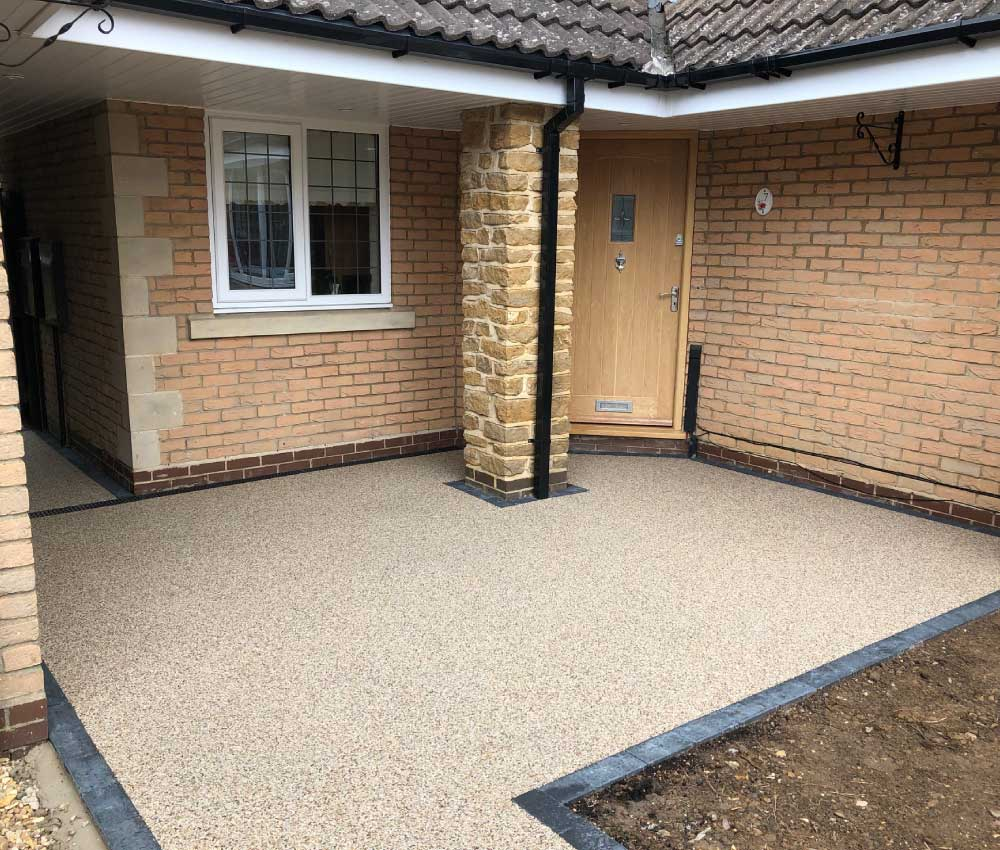 Resin Bound Gravel Entrance To House by Raybell and Sons Surfacing